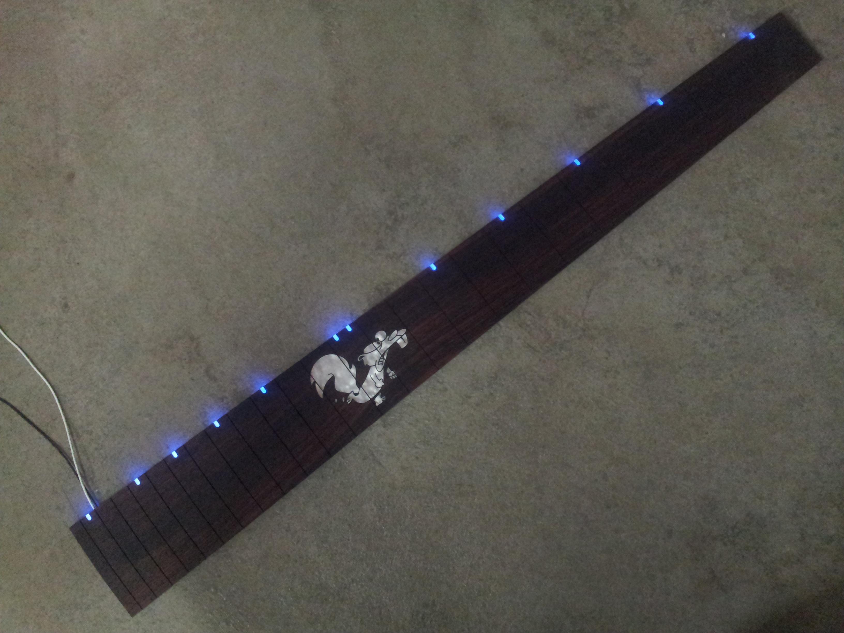2 LED beleuchtet